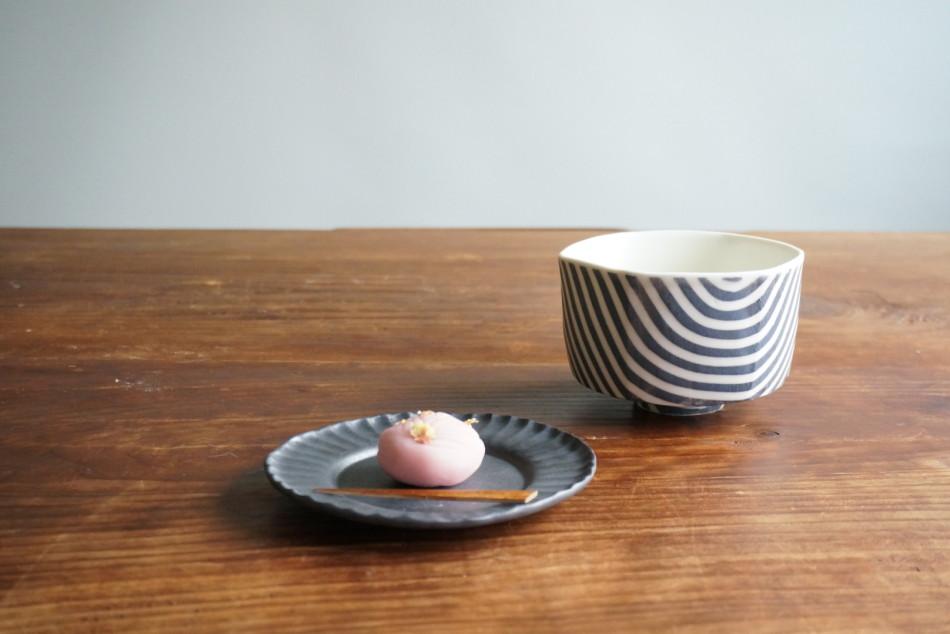 黒縞茶碗と黒彩釉豆花皿